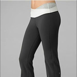Lululemon Astro Flare Black/White